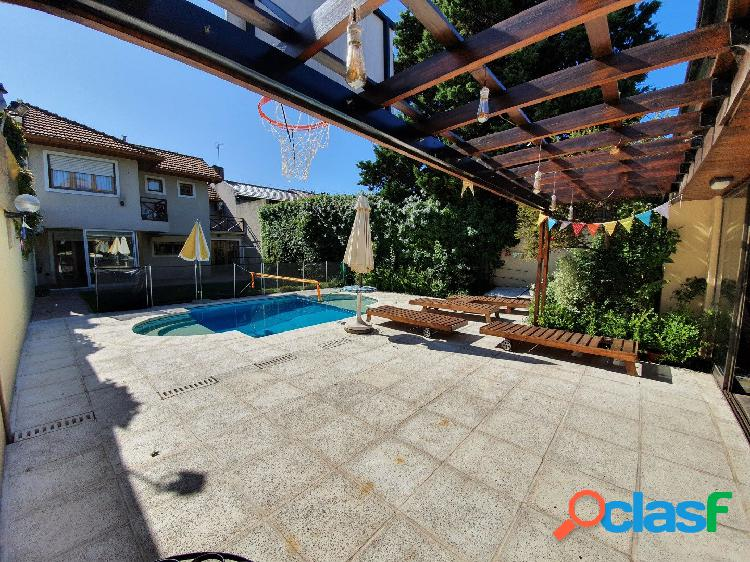 Chalet 5 ambientes con parque y piscina venta mar del plata