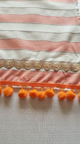 Camino de mesa naranja rayas borlas