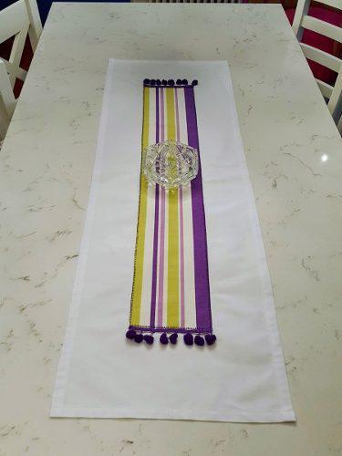 Camino de mesa rayas violeta borlas