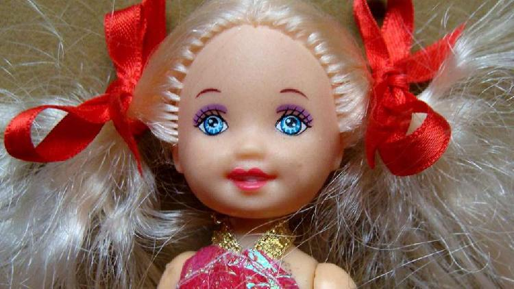 Antigua muñeca muy pequeña