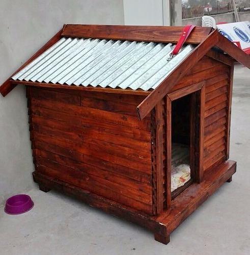 Cucha de madera para jardines - techo de chapa metálica