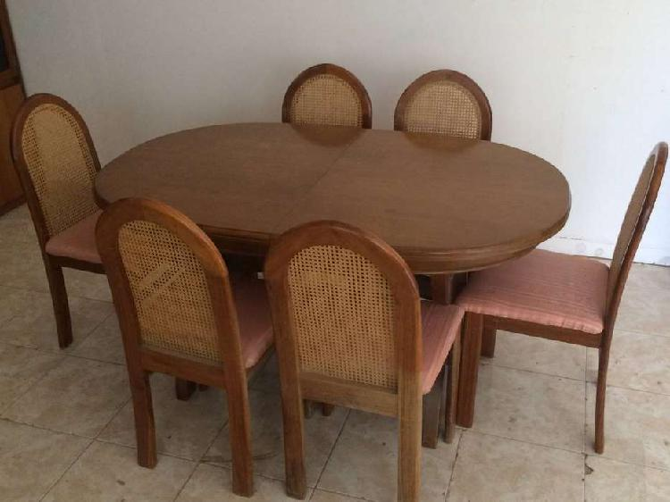Mesa oval extensible madera con sillas esterilla