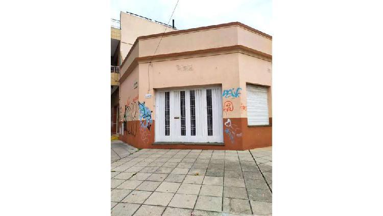 Rivadavia 2200 - $ 8.100 - local alquiler