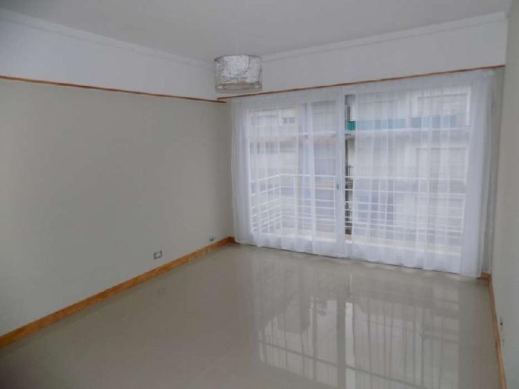 Departamento 2 ambientes con dependencia y balcón a la