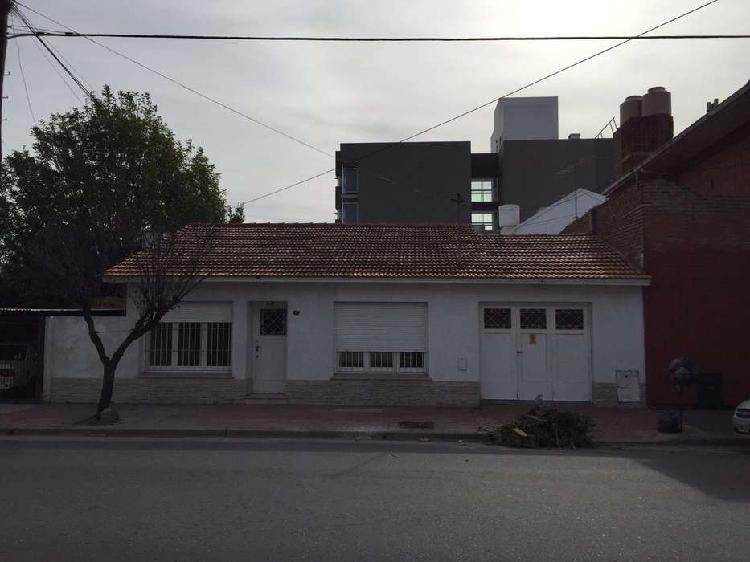 Venta casa chalet 3 ambientes con dependencia garage patio
