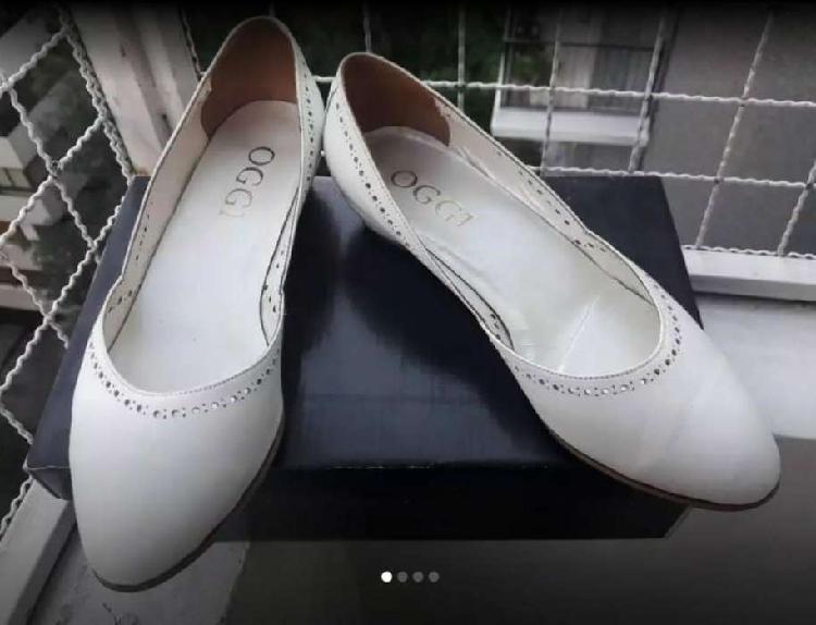 Zapatos blancos de mujer nro 37. marga oggi. un solo uso