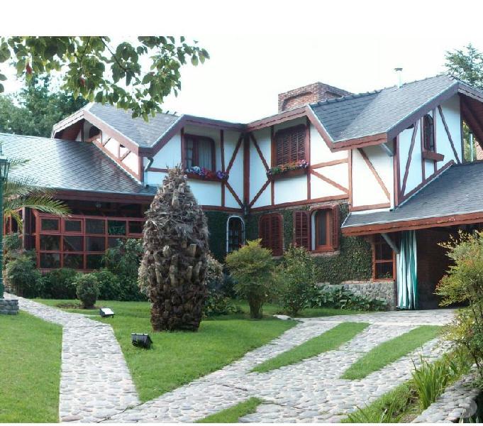 Casa de categoria 400 m2 cubiertos 1100 totales