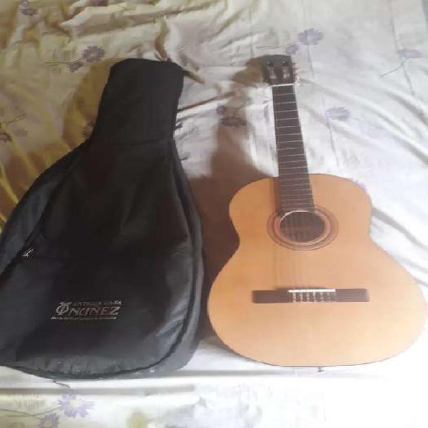 Guitarra criolla antigua casa nuñez