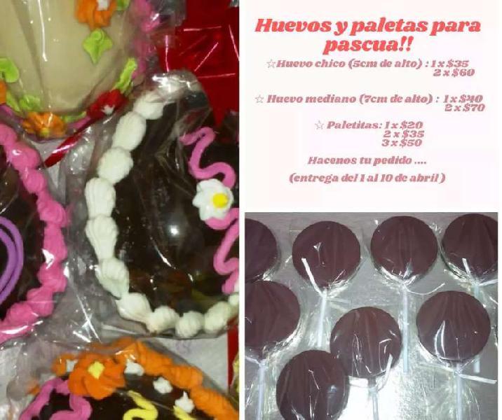 Huevos de pascua y paletitas de chocolate
