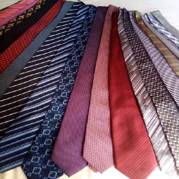 Lote de 20 corbatas de marca