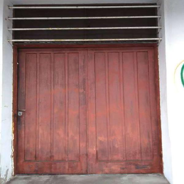 Portòn corredizo con 2 puertas blindadas
