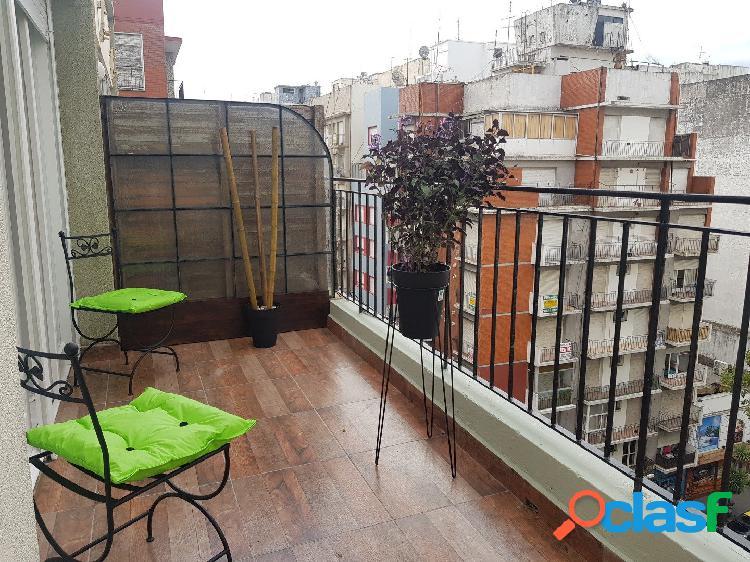 Ambiente a la calle con balcon terraza