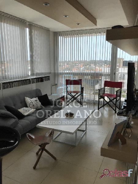 Venta de departamento 2 ambientes moderno con vista lateral al mar cochera cubierta y baulera barrio caisamar