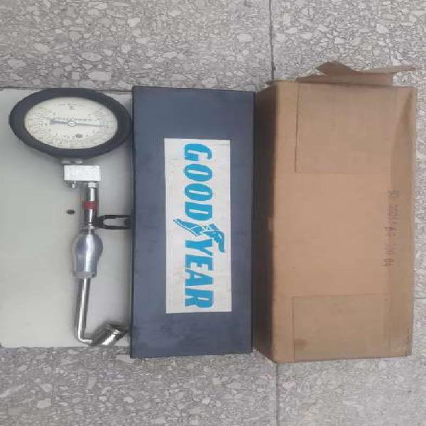 Antiguo calibre good year medidor neumáticos cartel made in