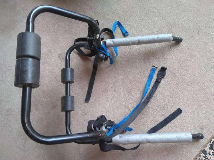 Porta bicicletas de metal para auto con correas de seguridad