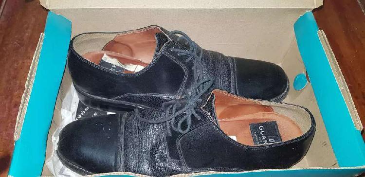 Zapato de vestir de cuero marca guante