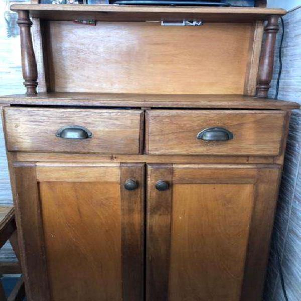 Mueble vajillero alto de madera