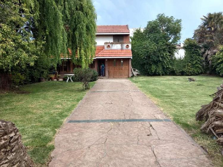 Venta casa chalet garage patio parrilla parque barrio