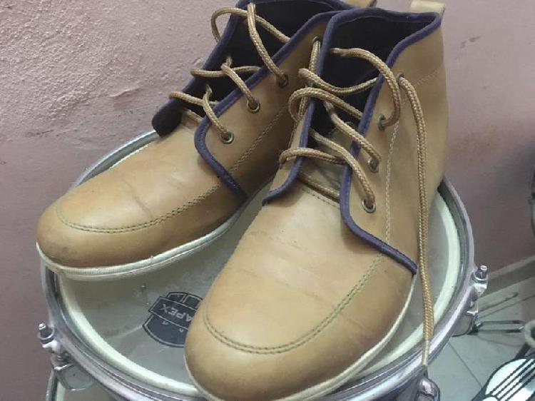 Zapatos/zapatillas de cuerina t41