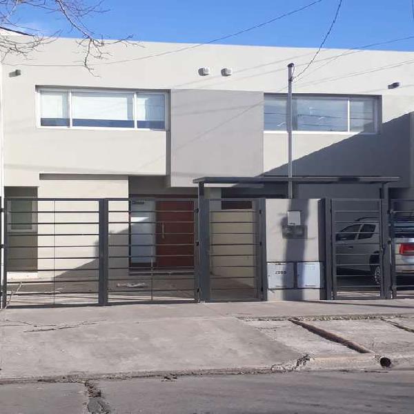Duplex 3 ambientes con patio parrilla y cochera