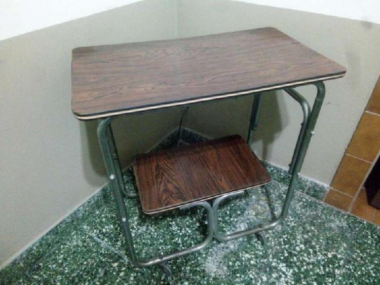 Mesa para tv con rueditas resistente