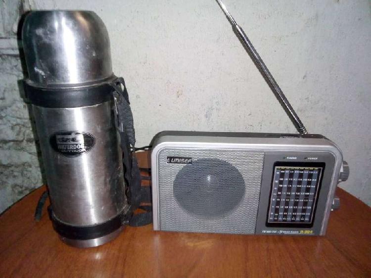 Radio portatil am fm a pilas y electrica nueva y termo usado