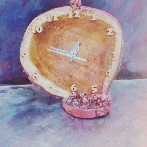 Reloj artesanal en lámina de tronco barnizado