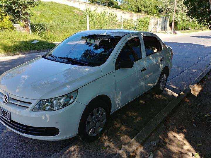 Vendo vw voyage confort plus gnc año 2011 excelente auto
