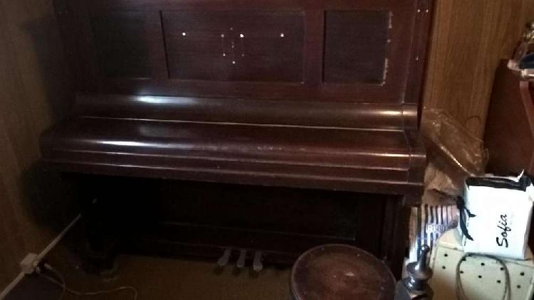 Antiguo piano vertical ernst korner