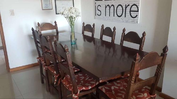 Mesa de madera 2,14x0,86 + 8 sillas