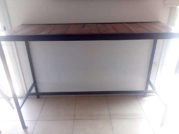 Mesa alta para bar. de 1,50m y 1,70m de largo, 0,60m de