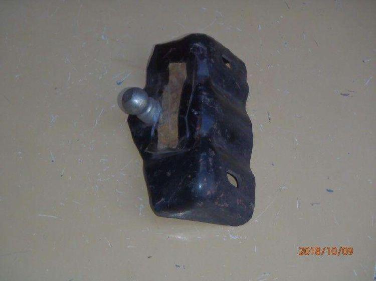 Soporte balancín embrague f100 1981 8cil/42/03 en chasis