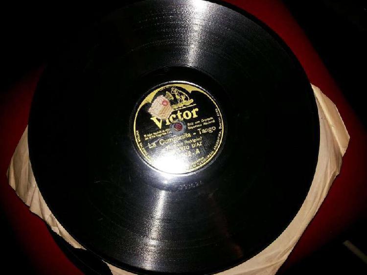 Vendo lote de discos de pasta y vinilo antiguos de varios