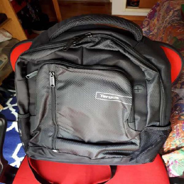 Vendo mochila targus 15.6p sport negra. nueva