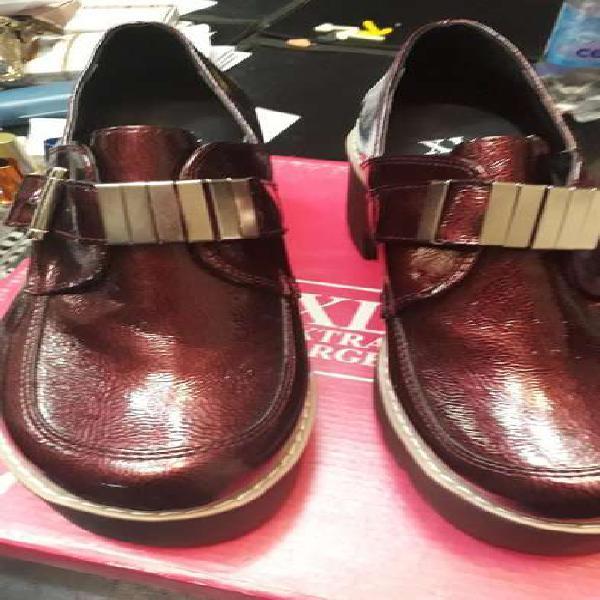 Zapatos nuevos 40 marca extra larege