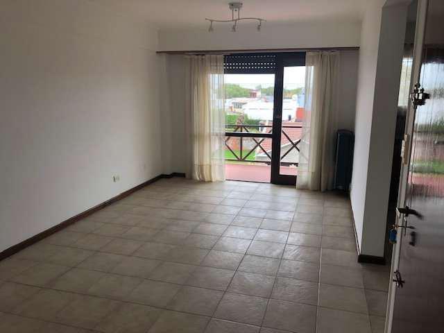 Departamento de 2 ambientes con balcon y cochera doble