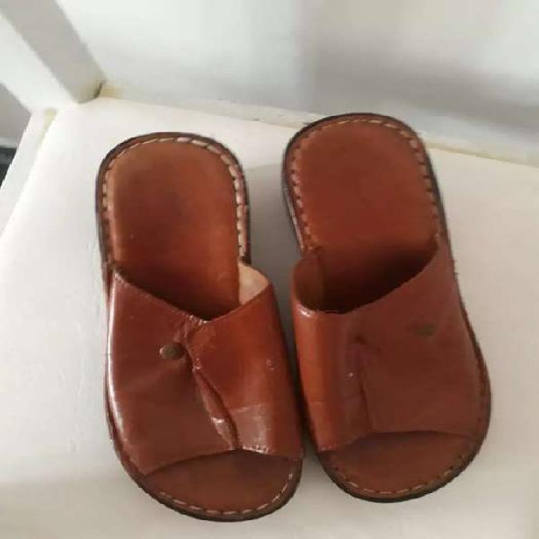 Vendo sandalias de cuero color suela