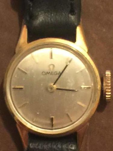 Antiguo reloj omega tamaño pequeño a cuerda.