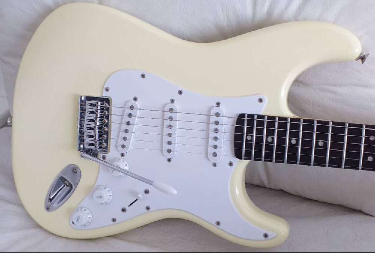 Preciosa guitarra squier bullet - super inmaculada