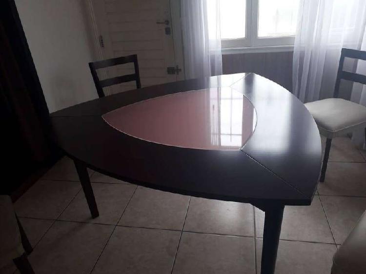 Mesa (madera//vidrio) (triangular//redondeada)
