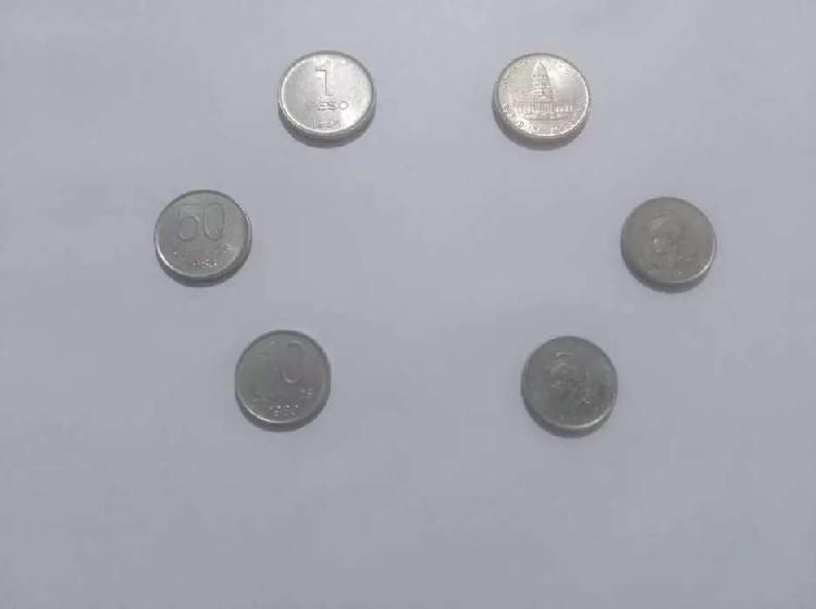 Monedas pesos argentinos.