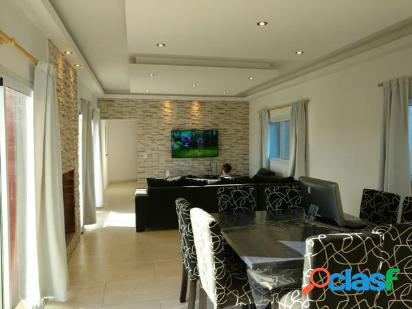 Casa en Country Fincas San Vicente sobre lote de 2200 m², 5 amb. con piscina. 3