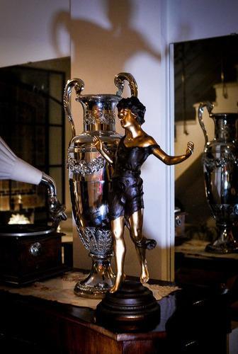 Hermosa y antigua figura-art nouveau-deco contemplation