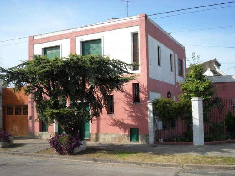 Casa de cuatro ambientes en venta en haedo sur venta directa