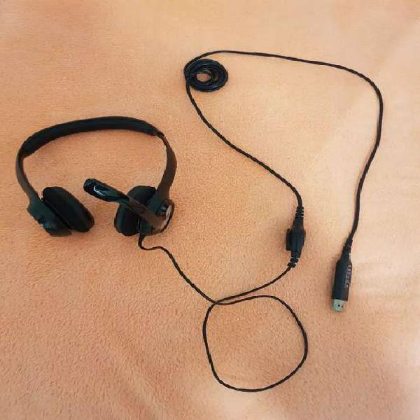 Headset auriculares + micrófono logitech impecables.