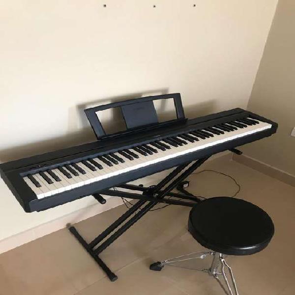 Piano electrico yamaha c/soporte y asiento