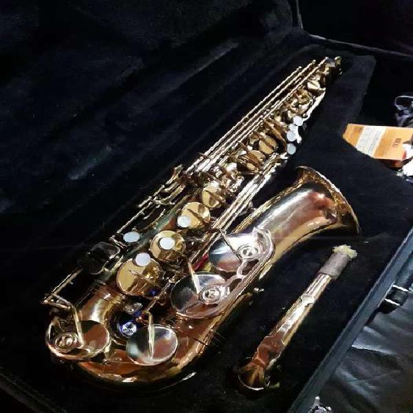 Saxofón alto júpiter jas 567