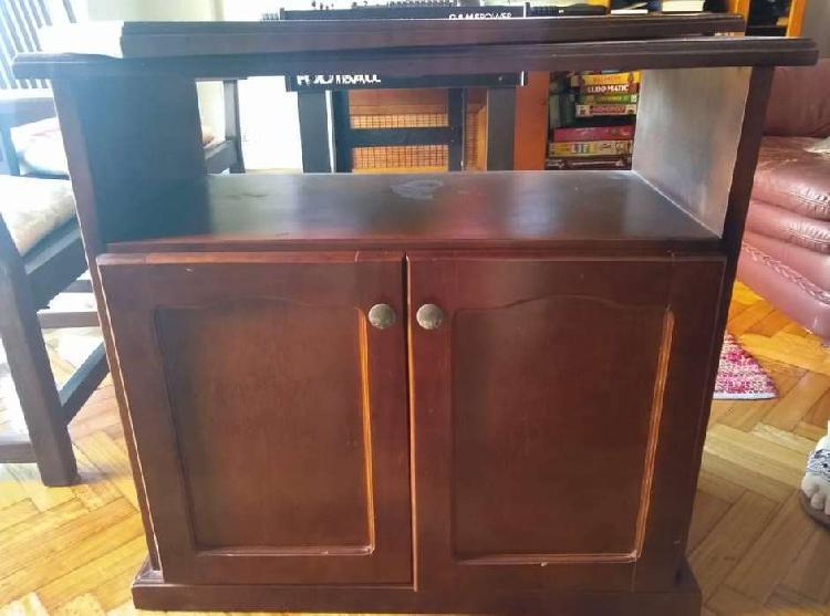 Mesa de tv/musica color madera es de roble