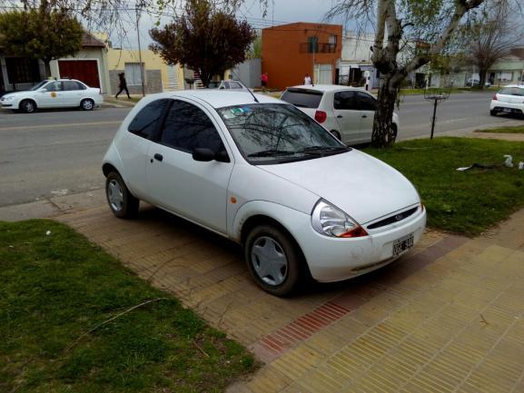 Vendo ford ka modelo 2000 en excelente estado