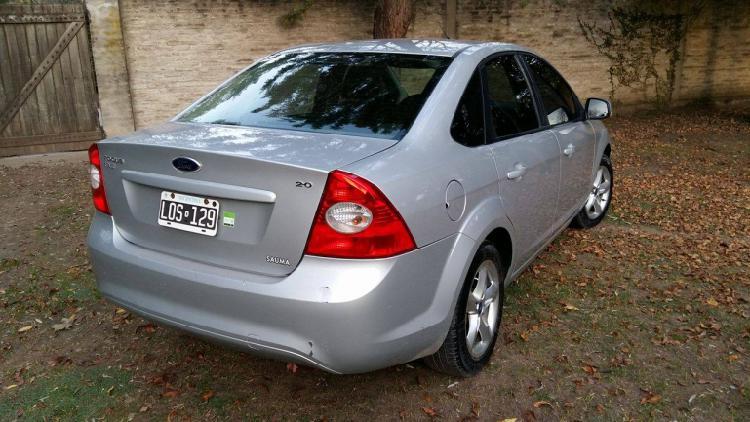 Vendo ford focus exe trend 2.0 l sedan 4 ptas.